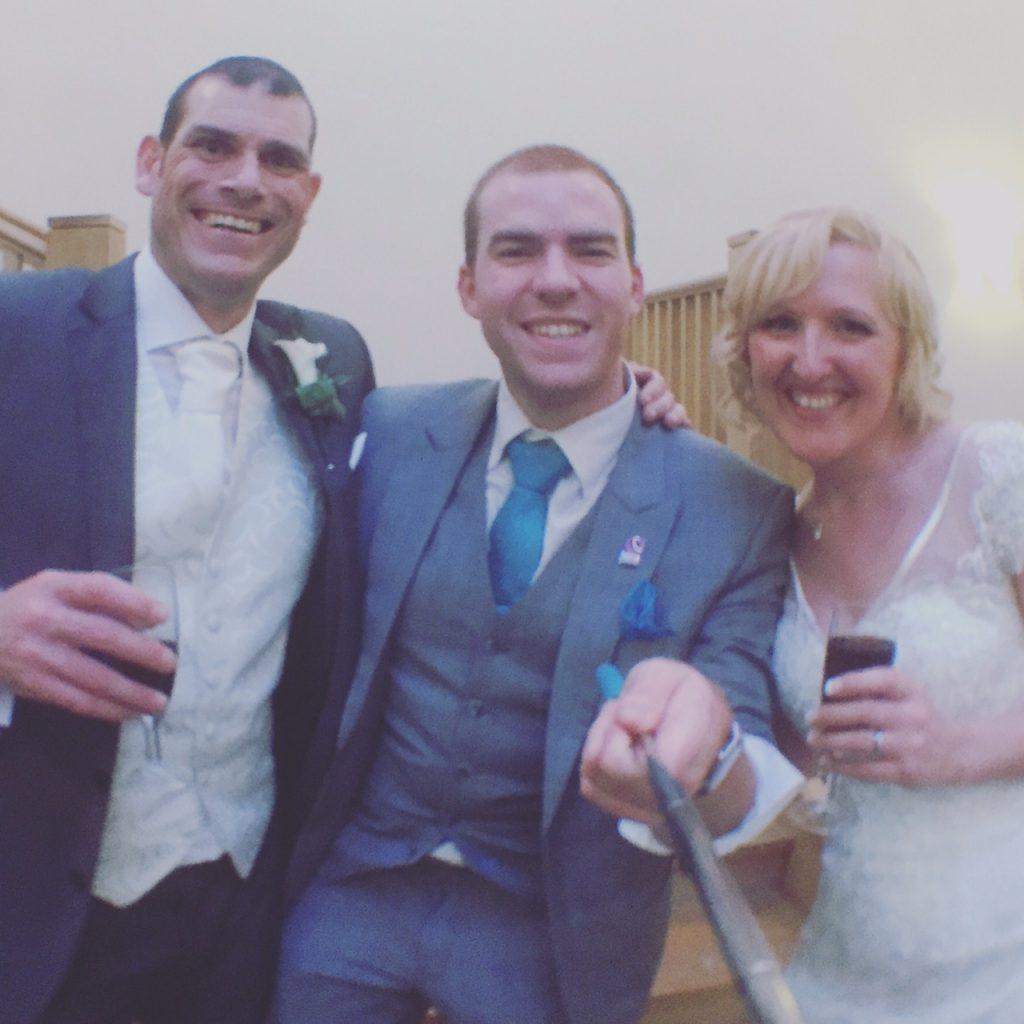 villa magician sam fitton with bride and groom